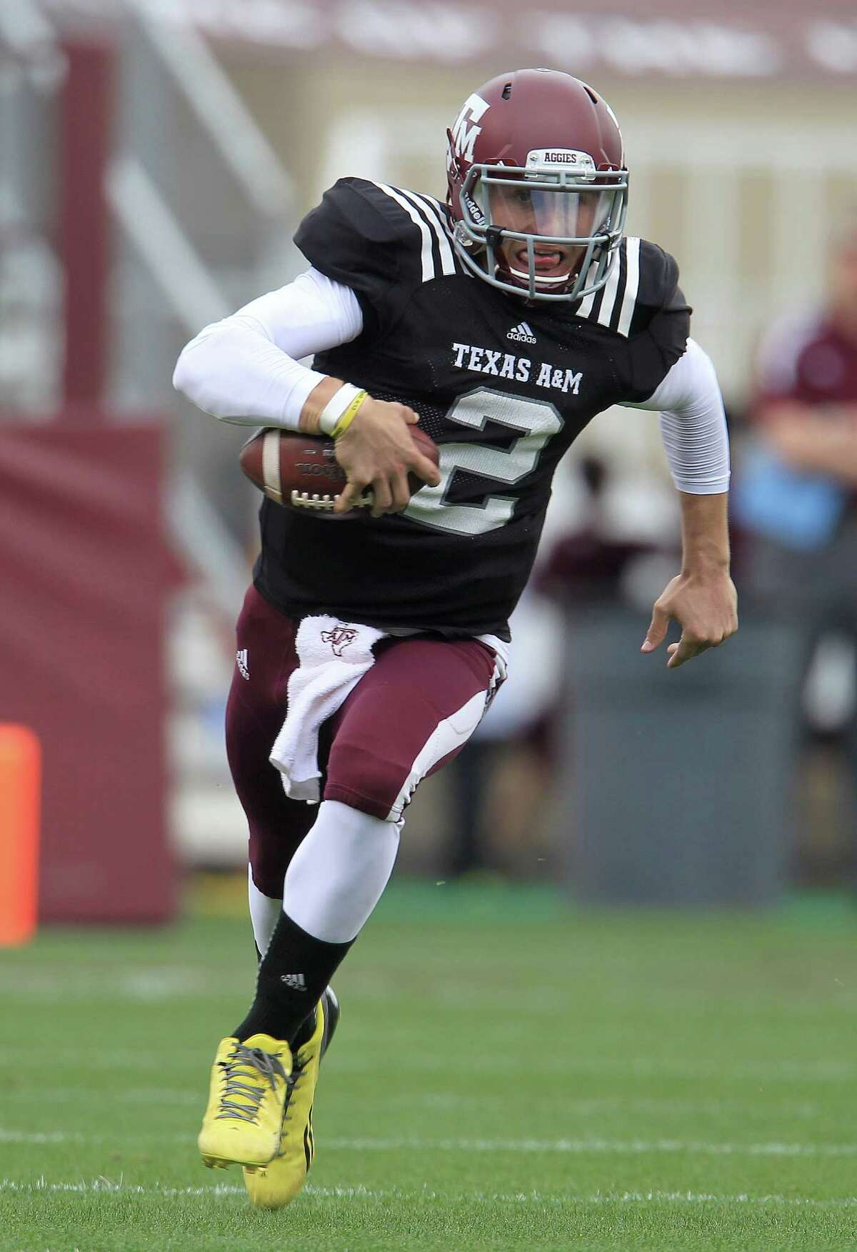 Texas A&M Aggies quarterback Johnny Manziel (2) scrambles with the ball during the first half of the Texas A&M University's Maroon & White, spring game at Kyle Field, Saturday, April 13, 2013, in College Station. ( Karen Warren / Houston Chronicle )