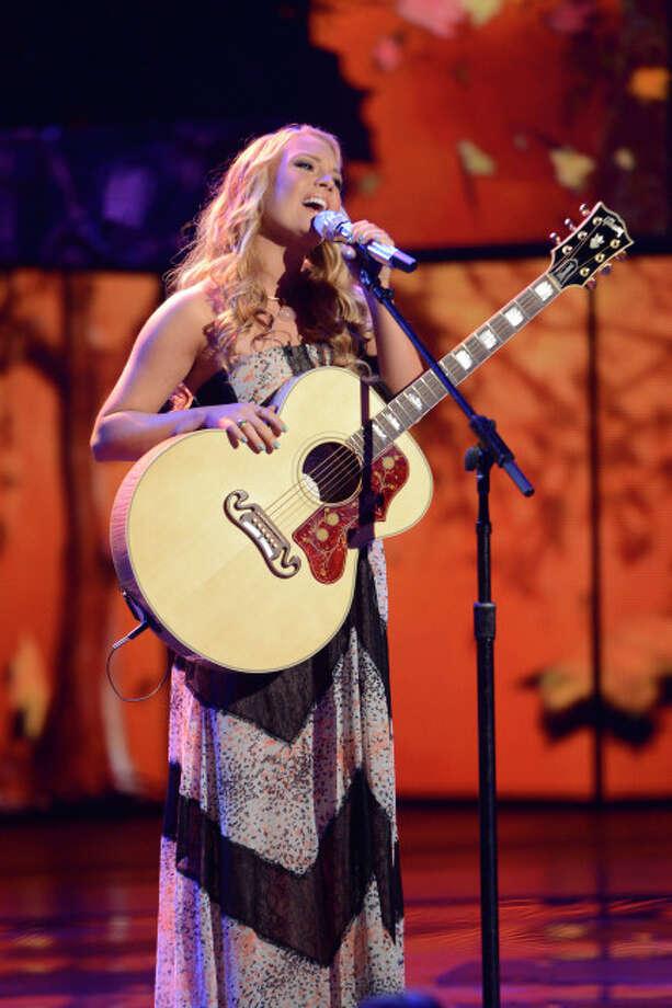 AMERICAN IDOL: Janelle Arthurr performs on AMERICAN IDOL Wednesday, April 17 (8:00-10:00 PM ET/PT) on FOX. CR: Michael Becker/ FOX. Copyright: FOX.