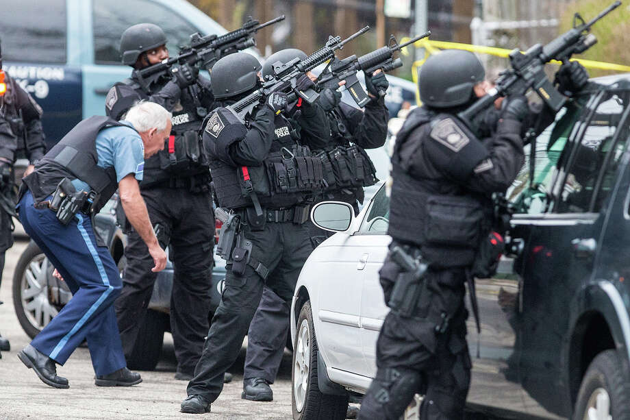 SWAT teams moved into position at the intersection of Nichols Avenue and Melendy Avenue in Watertown while searching for one of the two marathon bombing suspects. Photo: Boston Globe, Getty Images / 2013 - The Boston Globe