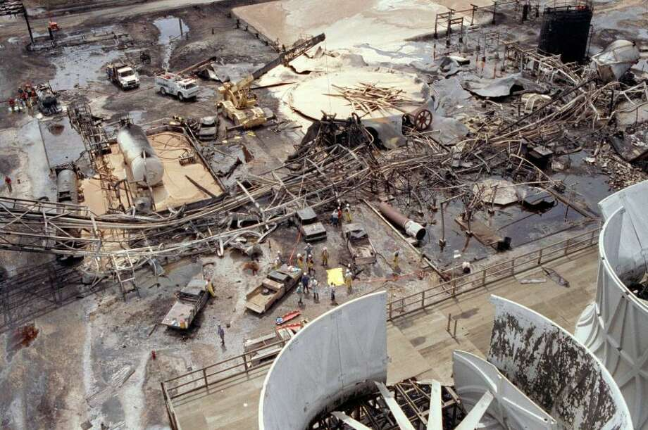 Oct. 23, 1989: An explosion at Phillips Petroleum Co. plastics plant in Pasadena kills 23 people and injures 130. Photo: Gaylon Wampler, Associated Press