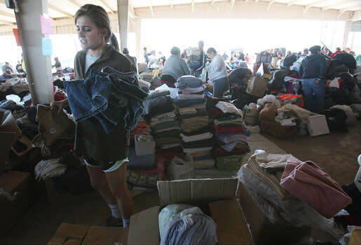 Baylor student Alissa Dawson volunteers by sorting out denim jeans at a distribution center to help those affected from the West Fertilizer explosion in West, Texas on Friday, Apr. 19, 2013. Photo: Kin Man Hui, San Antonio Express-News / ©2013 San Antonio Express-News