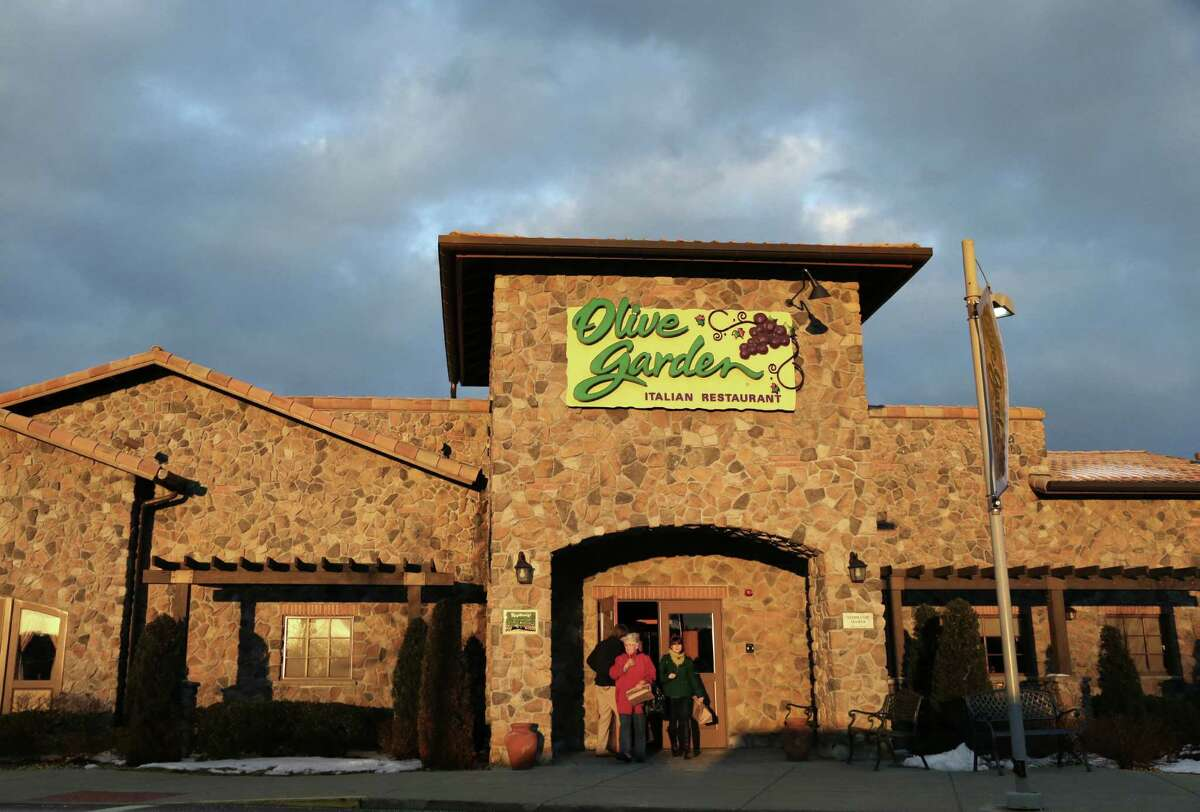 The Bloom- berg U.S. Full-Service Restaurant Index that includes Darden Restau- rants, owner of Olive Gar- den and other chains, has risen about 10 percent since Feb. 15.
