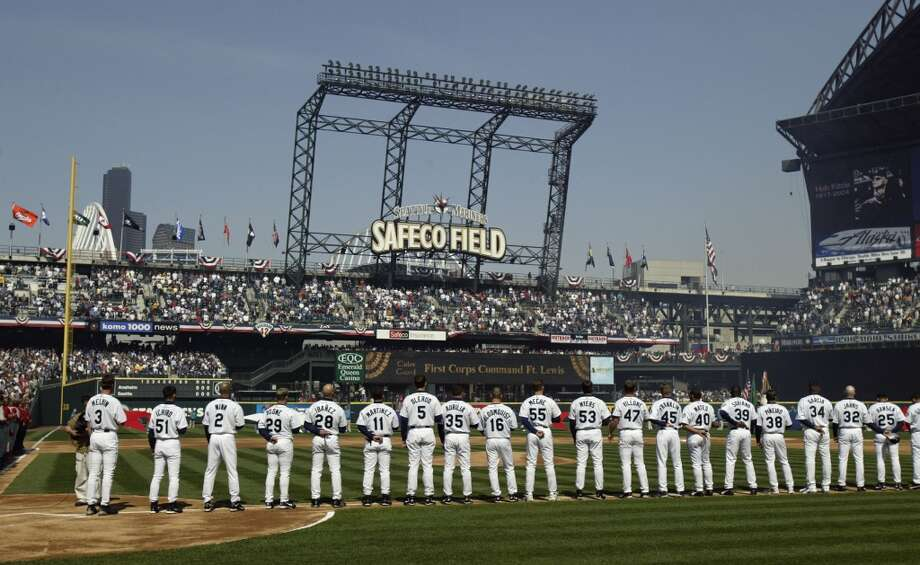 The Seattle Mariners dream team  With the Mariners doing so poorly already this season, we thought it was time to look back at some of the best times in Seattle baseball. And, specifically, at some of the best players in Mariners history. Here, therefore, are our picks for the Seattle Mariners dream team -- the best players the M\'s have ever seen.  There are only 25 spots on an MLB active roster, so we narrowed this list to 25 players ... plus a manager, of course. Feel we left anyone out? Think you know better? We want to hear it! Feel free to leave a comment below.  Click through the gallery for seattlepi.com\'s Seattle Mariners dream team.