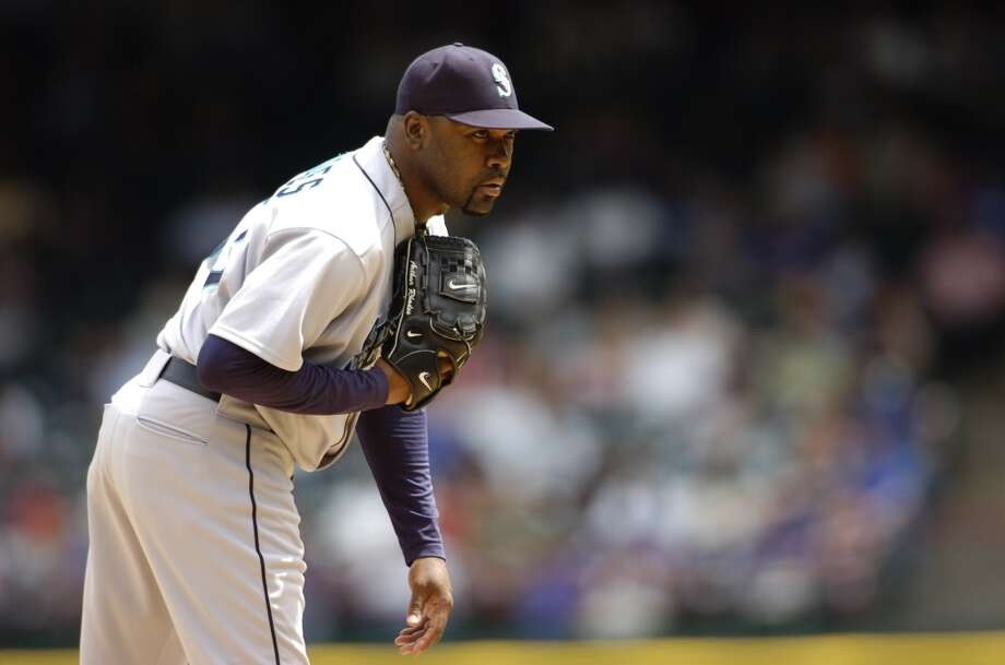 Set-up pitcher: Arthur Rhodes (2000-03, \'08)There was something about Arthur Rhodes that made you excited and confident when the M\'s brought him into a game. He had a 1.72 ERA in 2001 and pitched 2.33 in 2002, and while he spent just five of his 20 pro years in Seattle, he was such a big piece of the early-2000s Mariners that he gets the set-up spot on this dream team.