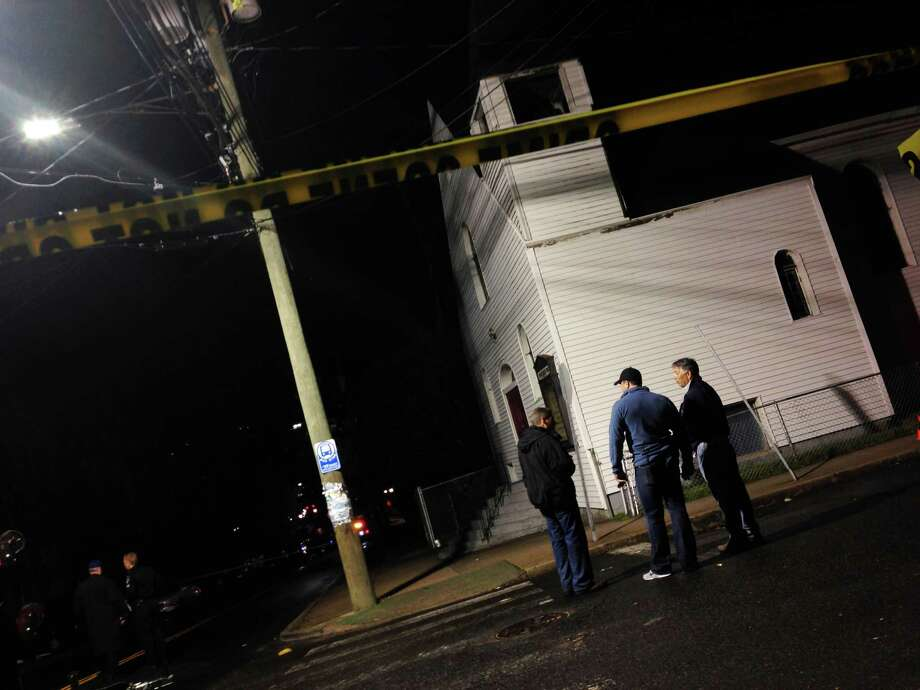 Stamford Police officers investigate a shooting at Richmond Hill Ave. and Mission Street in Stamford, Conn. on Friday, April 19, 2013. Photo: Chris Preovolos/Hearst Newspapers