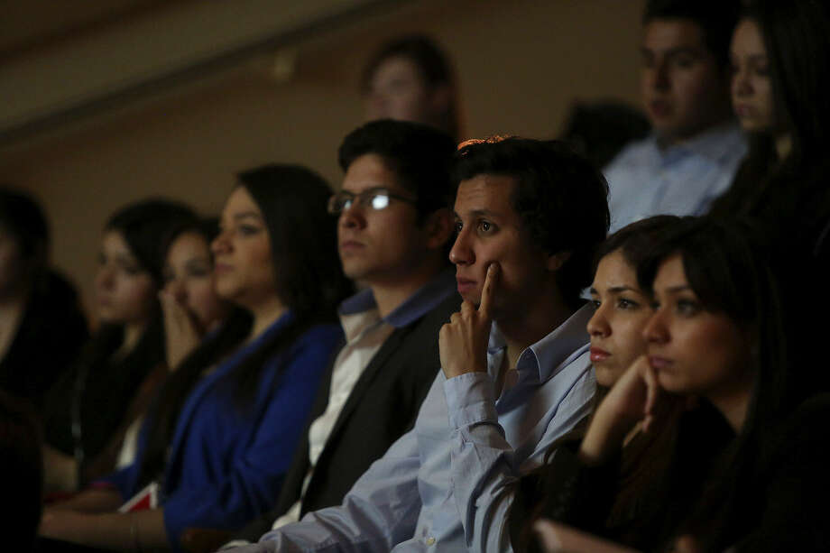 Participants and members of Jóvenes Association of Mexican Entrepreneurs, including Francisco Almanza (center), listen as retired Army Lt. Gen. Ricardo Sanchez. Photo: Lisa Krantz / San Antonio Express-News