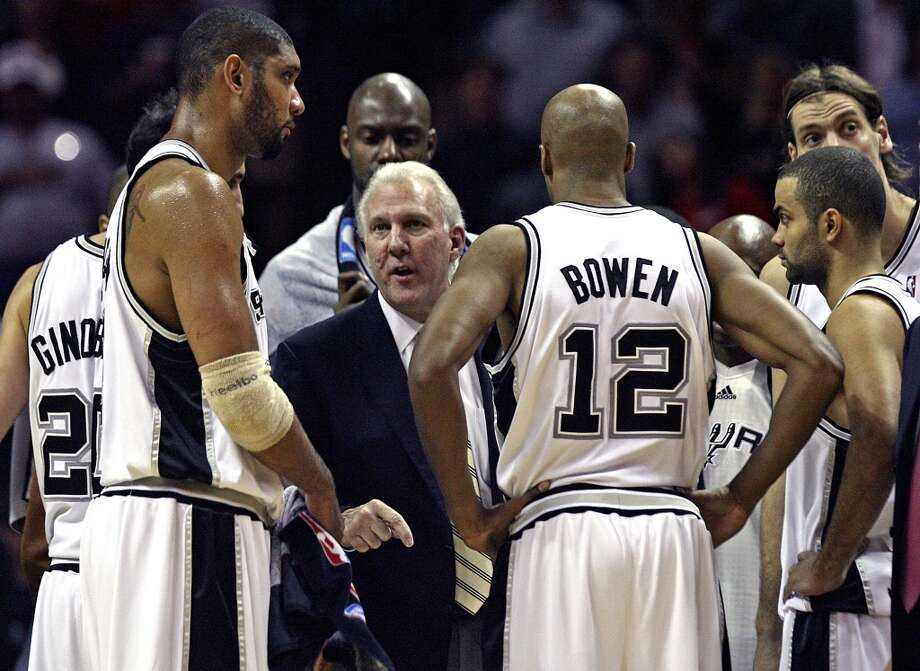 Tim Duncan gets admonished by Greg Popovich after missing two free throws in the final seconds against Houston Friday night. San Antonio Spurs versus the Houston Rockets on Nov. 16, 2007 at the AT&T Center in San Antonio. Tom Reel/
