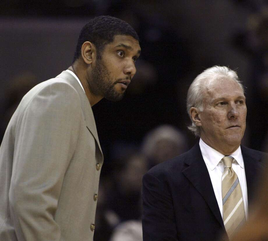 Spurs forward Tim Duncan (L) talks with head coach Gregg Popovich during the first half of their NBA basketball game in San Antonio, Texas, December 5, 2007. REUTERS/Joe Mitchell