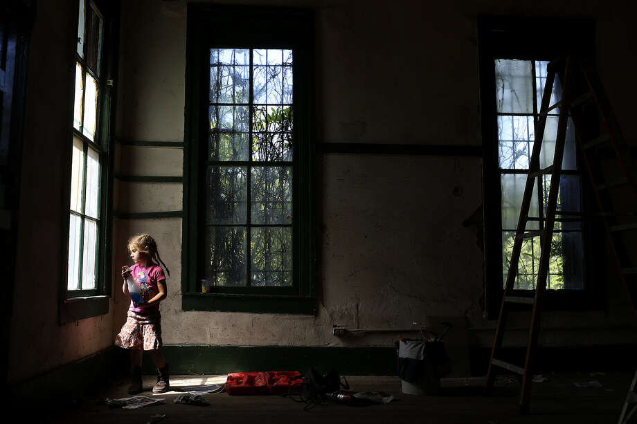 Carolynn Day, 4, cleans windows in Pump House No. 1, a historic building at Brackenridge Park, as part of the Earth Day activities at the park. Carolynn and her mother, Leilah Powell, executive director of the Brackenridge Park Conservancy, were among more than 100 volun- teers who participated in the spruce-up day organized by the city's parks department and the conservancy. Photo: Lisa Krantz / San Antonio Express-News