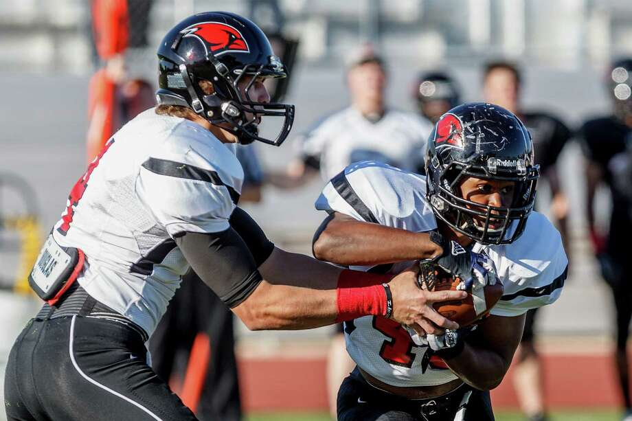 Trent Brittain (left) fakes a handoff to Dorian Williams during Incarnate Word's spring footbll game at Benson Stadium on Saturday, April 20, 2013.  MARVIN PFEIFFER/ mpfeiffer@express-news.net Photo: MARVIN PFEIFFER, Express-News / Express-News 2013