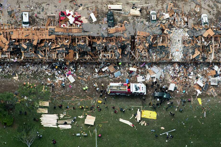 Law enforcement and rescue personnel search the damage to an apartment complex from the explosion of the West Fertilizer plant on Thursday, April 18, 2013, in West, Texas.  Photo: Smiley N. Pool, Houston Chronicle / © 2013  Houston Chronicle