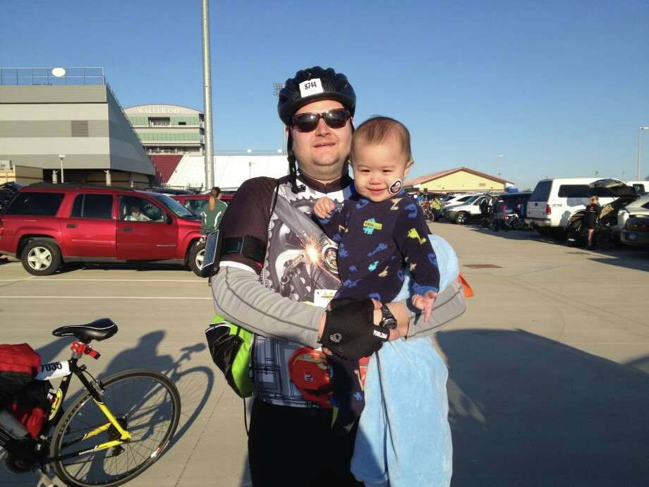 Reader photo: Chris Kahlich with his son Elliot before starting the MS 150.