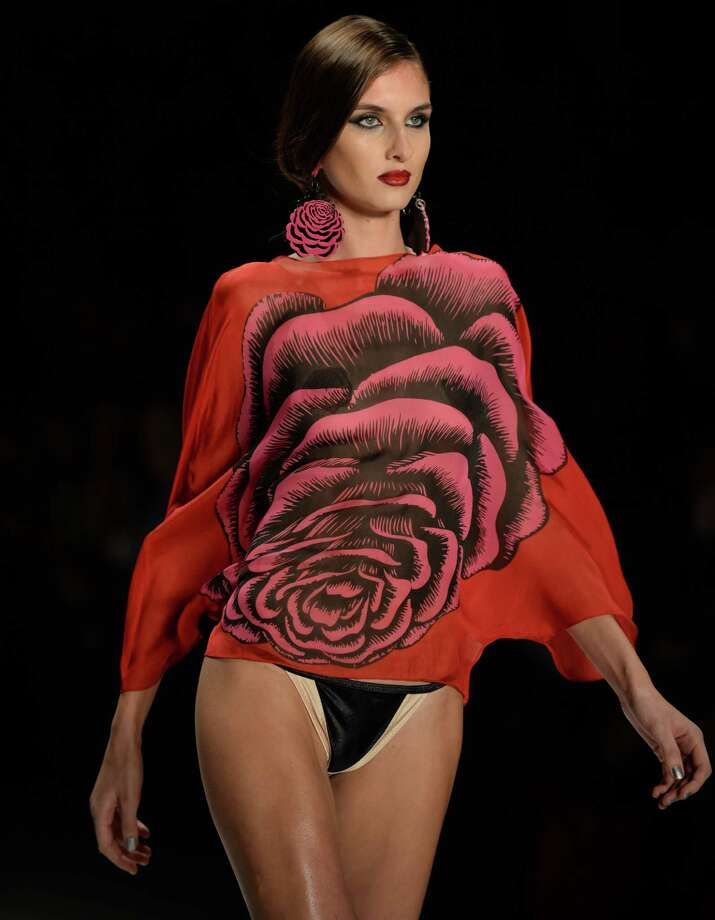 A model, wears a design of Triya at Fashion Rio. Photo: VANDERLEI ALMEIDA, Getty / 2013 AFP