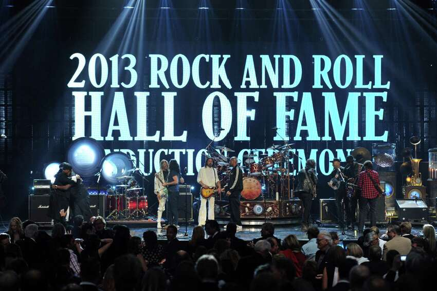 (L-R) Inductees Ann Wilson and Nancy Wilson of Heart and Alex Lifeson of Rush, musicians Taylor Hawkins and Dave Grohl of Foo Fighters, inductees Neil Peart and Geddy Lee of Rush, MC Darryl