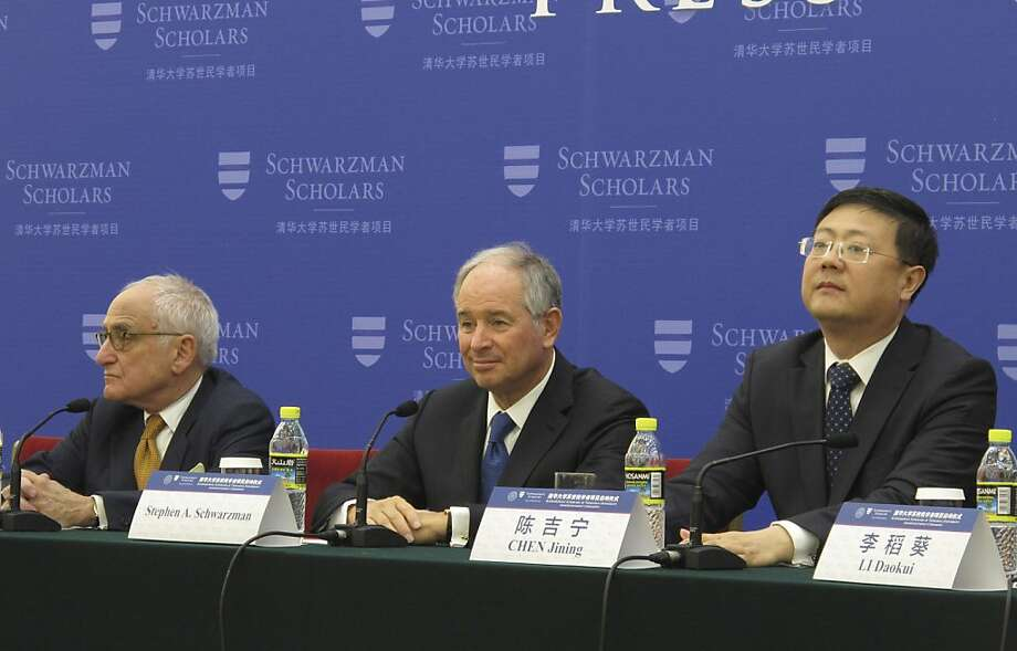 Private equity tycoon Stephen Schwarzman (center) announces his plans for a scholarship in Beijing. Photo: Didi Tang, Associated Press
