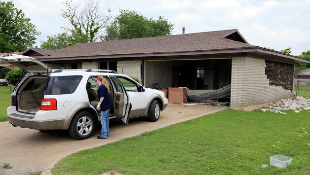 Residents retrieves belongings, Sunday April 21, 2013, from their home after an explosion at a fertilizer plant that occurred Wednesday evening in West, Tx. Photo: Edward A. Ornelas, Express-News / © 2013 San Antonio Express-News