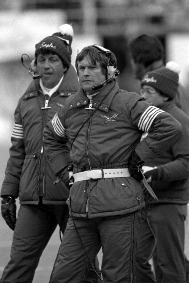 Dick Vermeil (right), who was the Philadelphia Eagles' coach from 1976-82, was among the first NFL coaches to embrace statistical analysis. He led the Rams to a Super Bowl win in 2000. Photo: Diamond Images / Getty Images