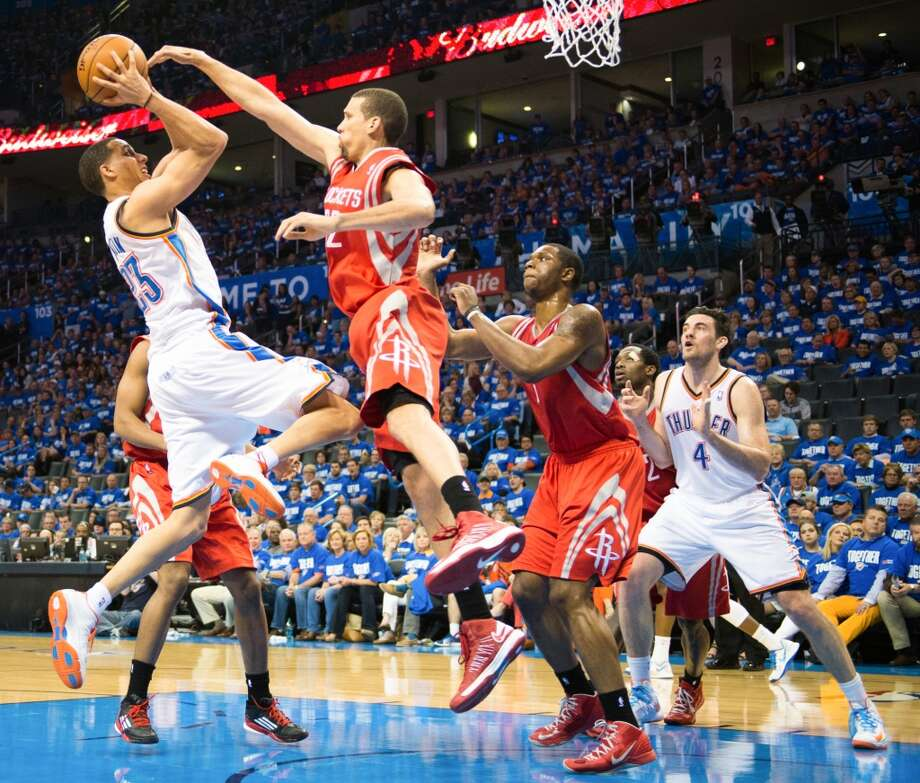 Thunder guard Kevin Martin (23) scores over Rockets guard Francisco Garcia. Photo: Smiley N. Pool, Houston Chronicle