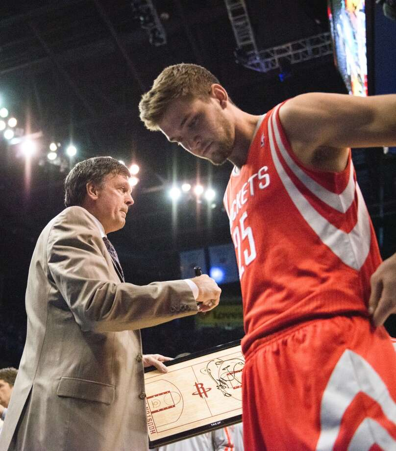 Rockets head coach Kevin McHale and small forward Chandler Parsons huddle for a timeout during the first half. Photo: Smiley N. Pool, Houston Chronicle