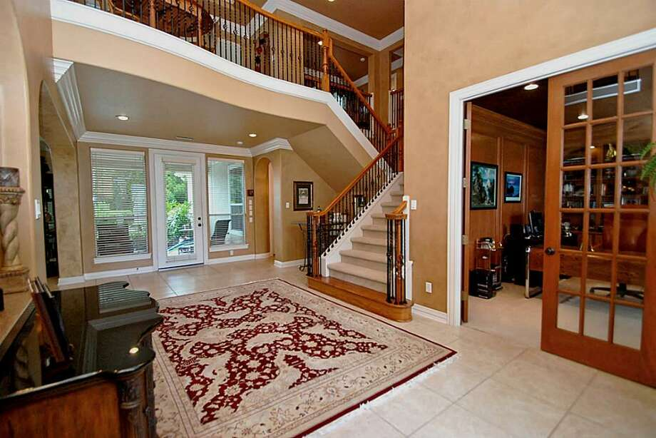 A very welcoming 2 Story foyer.