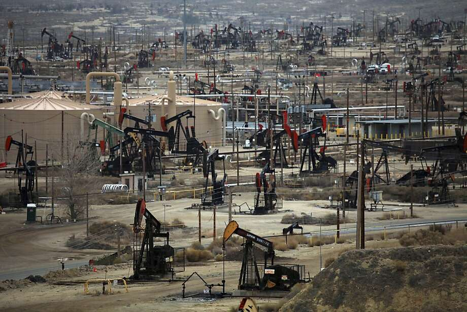 California receives just $4.22 for each barrel of oil extracted from such sites as the Midway- Sunset field in Kern County. Texas gets more than three times as much in taxes and royalties. Photo: Jim Wilson, New York Times