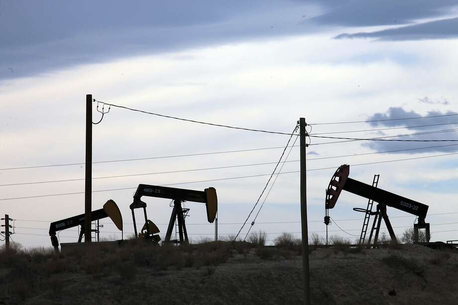 Oil wells in the Midway-Sunset oil field in Fellows, Calif. Photo: Jim Wilson, New York Times