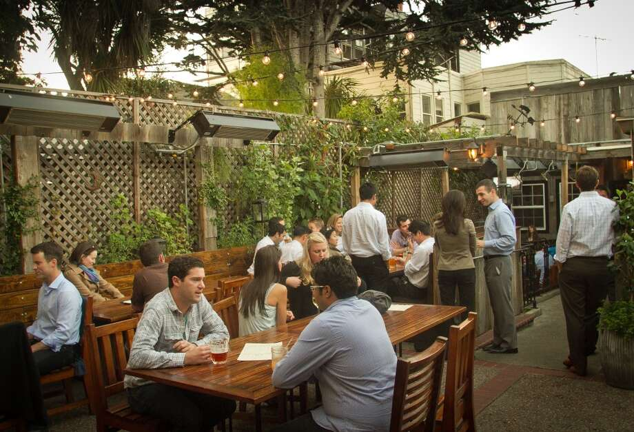 Tipsy Pig (2231 Chestnut St, San Francisco): The patio in the back, during off-hours, is the best way to play the Marina hotspot. Photo: San Francisco Chronicle