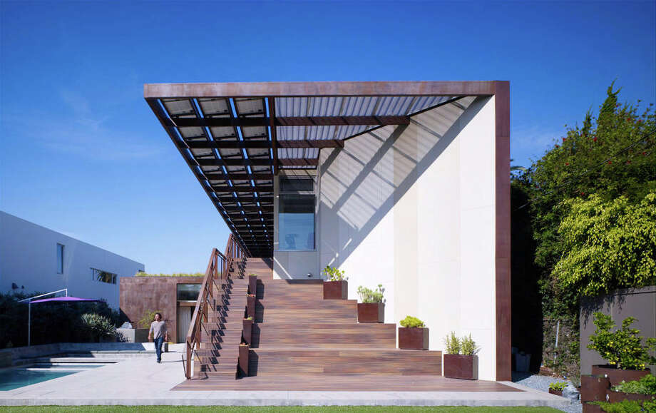Brooks + Scarpa Architects' Yin Yang House, in Venice, Calif, is a net-zero building that is a home and commercial office.