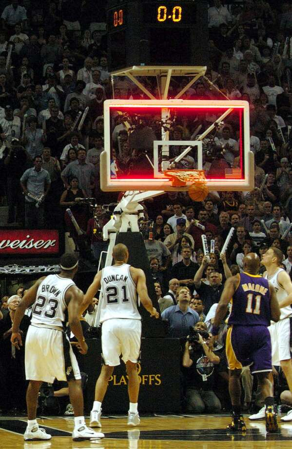 Last shot goes in after time runs out during fourth quarter of Game 5 of the Spurs against the Los Angeles Lakers in the Western Conference semifinals at the SBC Center in San Antonio on Thursday, May 13, 2004. (Kin Man Hui/staff)