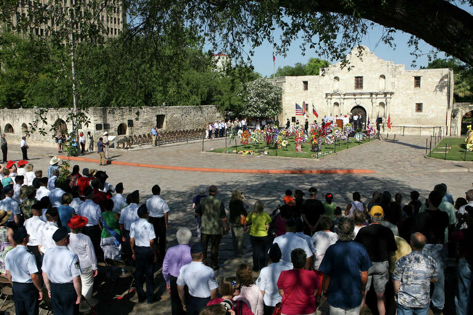 The Fiesta pilgrimage to the Alamo starts April 22, 2013 at the Municipal Auditorium and then goes down Alamo Plaza. The event, which includes putting wreaths down in front of the Alamo, honors those that defended it. Photo: CYNTHIA ESPARZA, For The San Antonio Express-News / SAN ANTONIO EXPRESS-NEWS