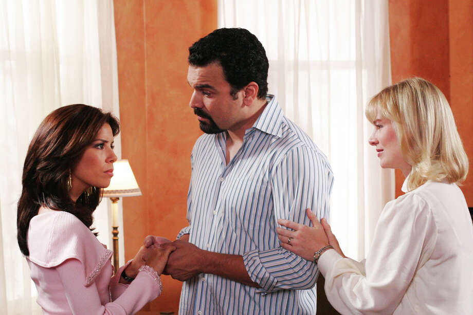 """Coming Home"" - Lynette tries to put a daycare center in Parcher & Murphy, and Gabrielle and Sister Mary face off over Carlos' mission of mercy to Africa, on ""Desperate Housewives."" Photo: RON TOM, ABC / © 2005 ABC, INC. All rights reserved. NO ARCHIVE. NO RESALE."