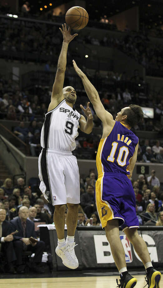 Tony Parker of the Spurs shoots over the Lakers' Steve Nash during the regular season. Both all-world point guards are trying to round back into form after being sidelined for significant portions of the season with injuries. Photo: Kin Man Hui / San Antonio Express-News