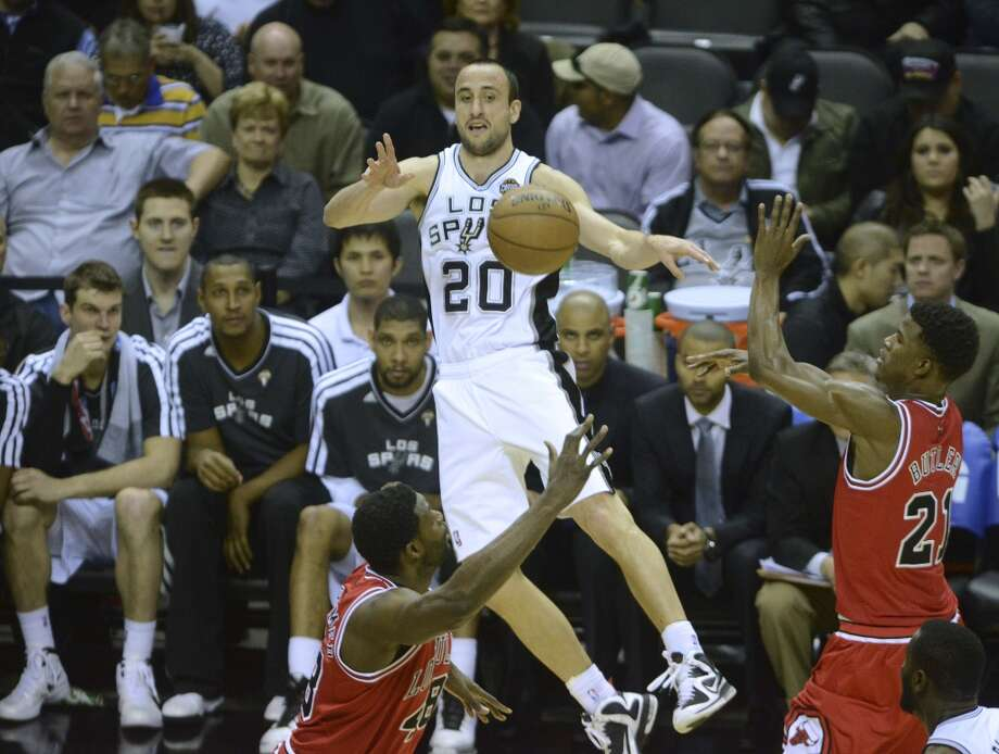 Manu Ginobili passes off against the Chicago Bulls during NBA action at the AT&T Center on Wednesday, March 6, 2013. Photo: Billy Calzada, San Antonio Express-News