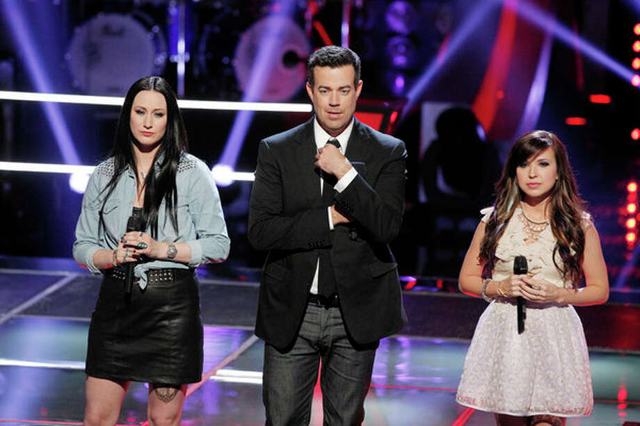 "THE VOICE -- ""Battle Rounds"" Episode 409 -- Pictured: (l-r) Jacqui Sandell, Carson Daly, Savannah Berry -- Photo: NBC, Trae Patton/NBC / 2013 NBCUniversal Media, LLC"