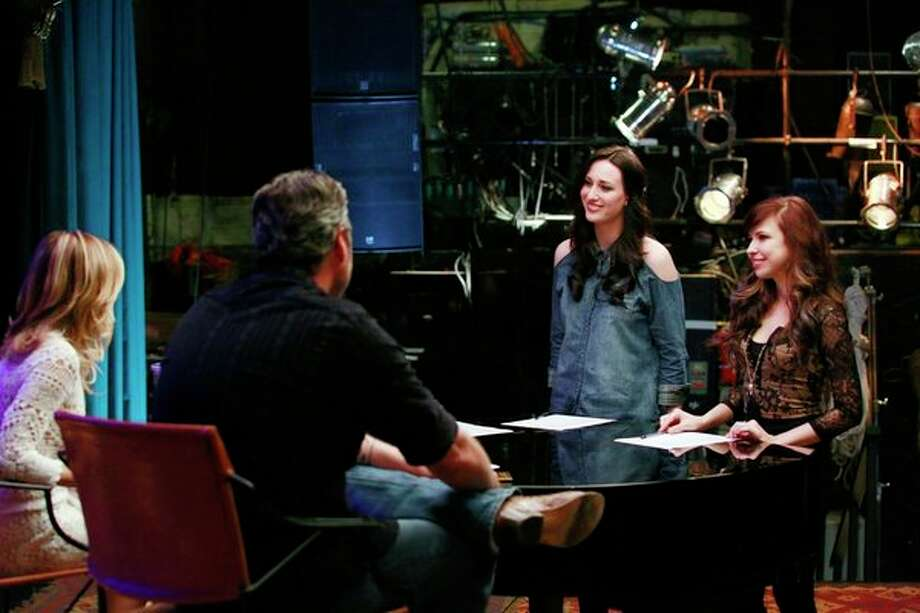 "THE VOICE -- ""Blake Reality"" Episode 409 -- Pictured: (l-r) Sheryl Crow, Blake Shelton, Jacqui Sandell, Savannah Berry -- Photo: NBC, Trae Patton/NBC / 2013 NBCUniversal Media, LLC"