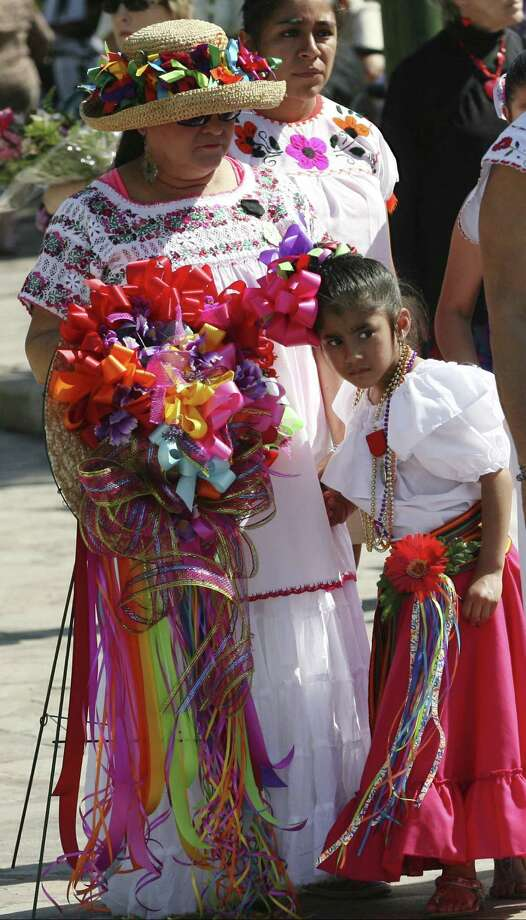 ABOVE: Marie Rodriguez (left) and Jocelynn Castro, 5, wait for their turn to lay a wreath at the Alamo. Photo: Photos By Cynthia Exparza / For The San Antonio Express-News