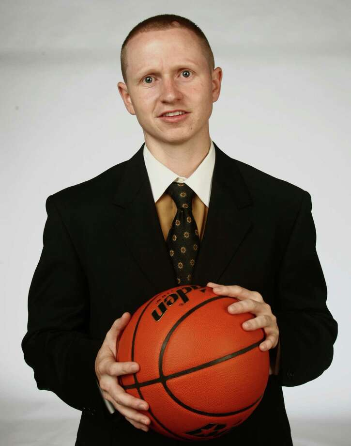 Brennan girls basketball coach Koty Cowgill. Photo: Juanito M Garza, San Antonio Express-News / San Antonio Express-News