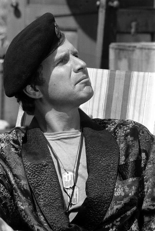 "Hawkeye's first sidekick was Capt. ""Trapper"" John McIntyre, played by Wayne Rogers. Photo: CBS Photo Archive, CBS Via Getty Images / 1973 CBS Photo Archive"