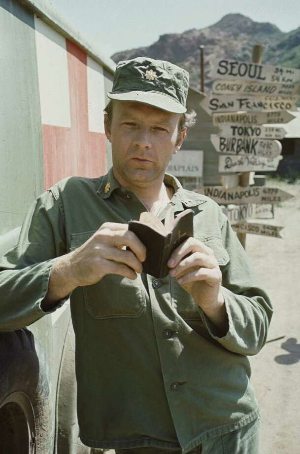 "Maj. Frank Burns, played by Larry Linville, was Houlihan's love interest and Hawkeye's nemesis in ""M*A*S*H."" Photo: CBS Photo Archive, Getty Images / Copyright CBS Broadcasting, Inc., All Rights Reserved, Credit: CBS Photo Archive"