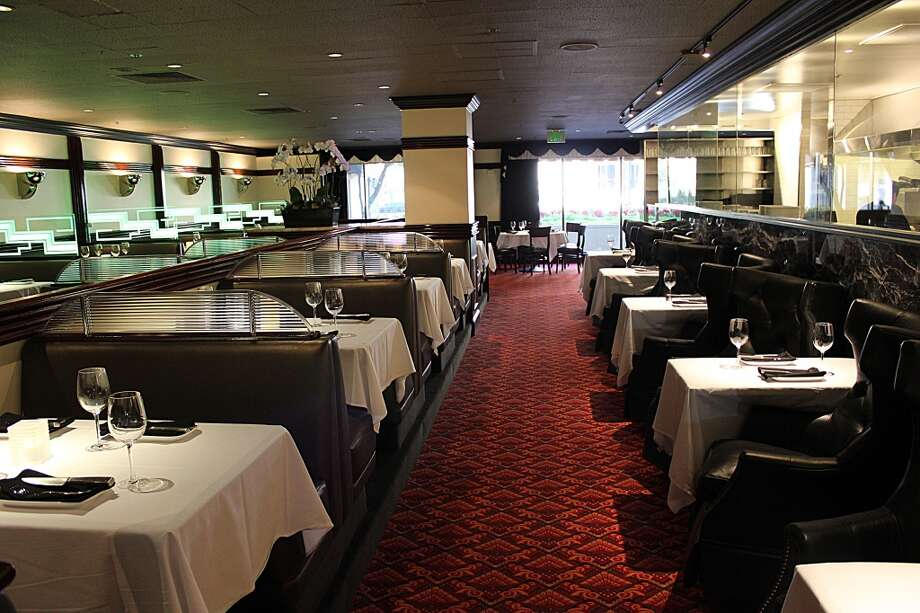 Osso Steakhouse: The dining room, opposite view.