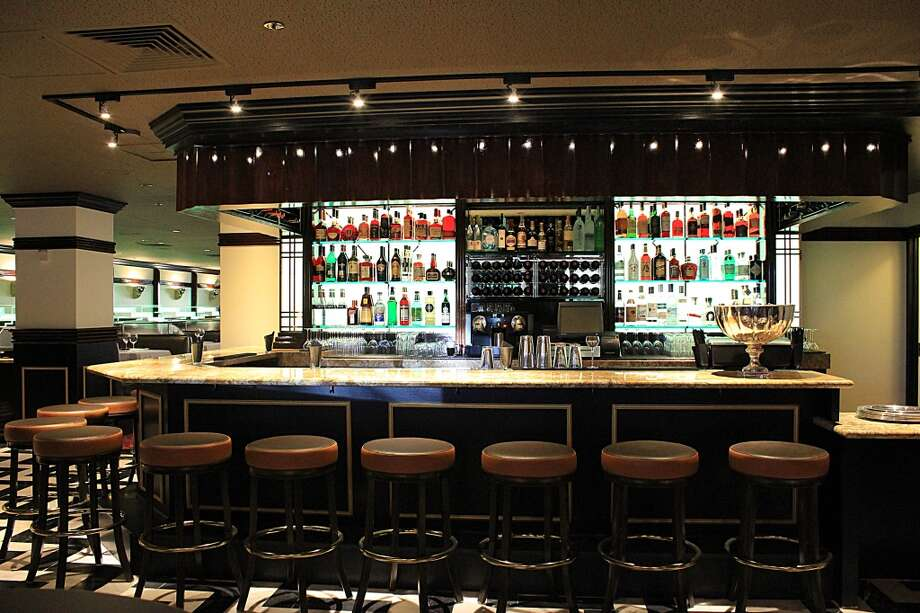 Osso Steakhouse: The bar.