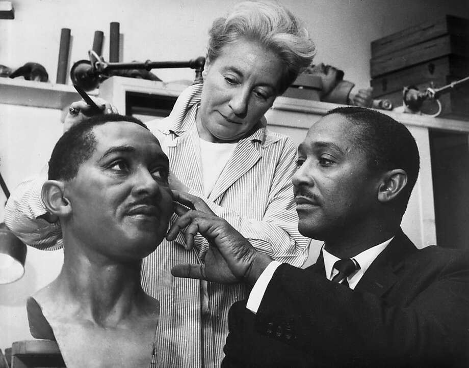 21st August 1963:  Frank Worrell (1924 - 1967), captain of the West Indies cricket team pictured overseeing the final touches to his Madame Tussaud's waxwork figure.  (Photo by Ron Case/Keystone/Getty Images) Photo: Ron Case