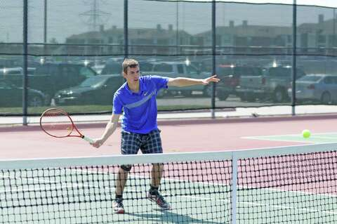 Tennis: Klein sendsthree doubles teams to state - Houston