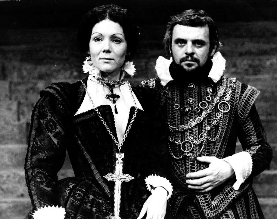 Anthony Hopkins as Macbeth and English actress Diana Rigg as Lady Macbeth in a production of Shakespeare's tragedy 'Macbeth'. Photo: Steve Wood, Getty / Hulton Archive