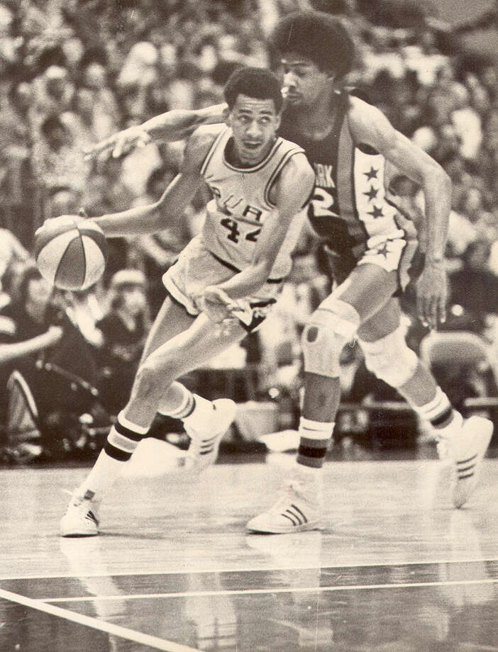 Spurs star George Gervin drives around Julius Erving in 1975 at the HemisFair Arena in San Antonio.