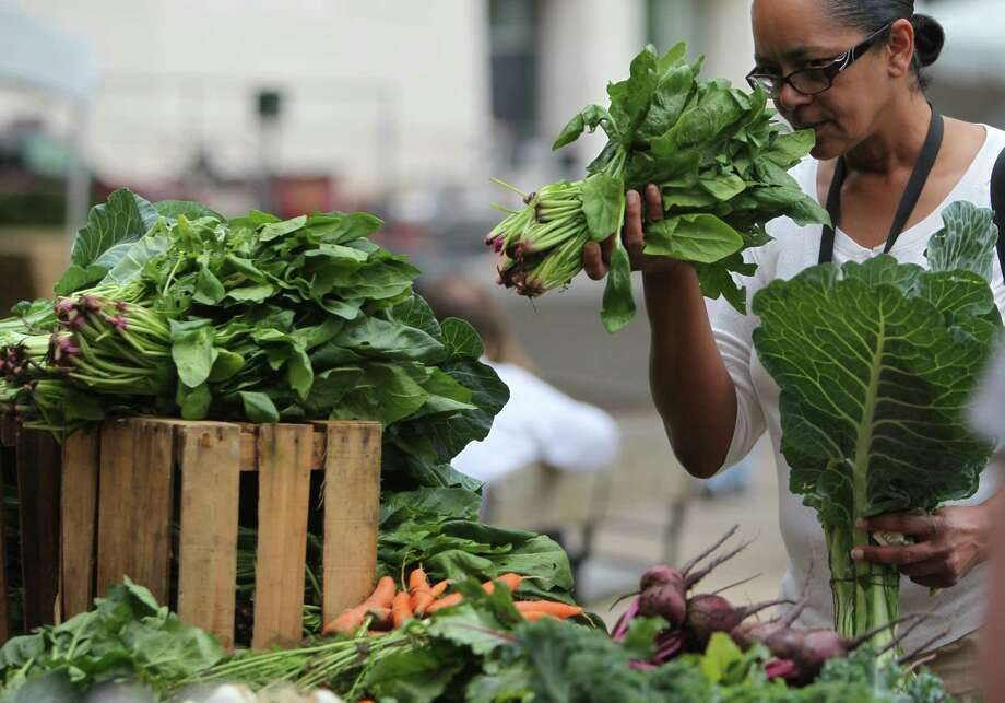 Deborah Worsham shops at the farmers market in downtown Houston. Photo: Mayra Beltran, Staff / © 2013 Houston Chronicle