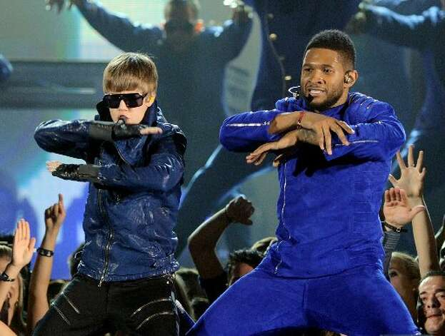 Justin Bieber and mentor Usher rock the purple.