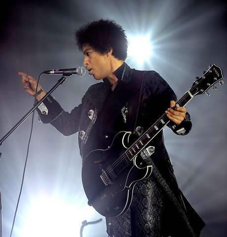 Prince paid tribute to Richie Havens at the DNA Lounge. Photo: Kevin Mazur, Rogers And Cowan