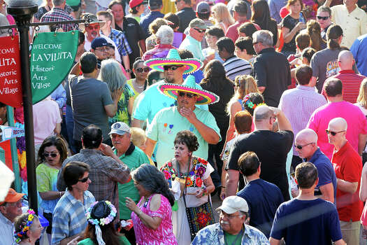 Crowds mingle as NIOSA kicks off on April 22, 2014. Photo: TOM REEL