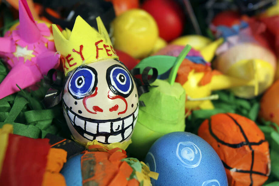 Learn how to make your own cascarones.  Photo: Tom Reel / San Antonio Express-News